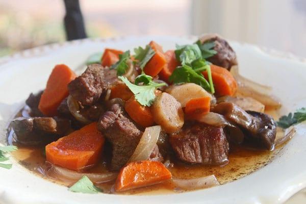 Beef bourguignon slow cooker