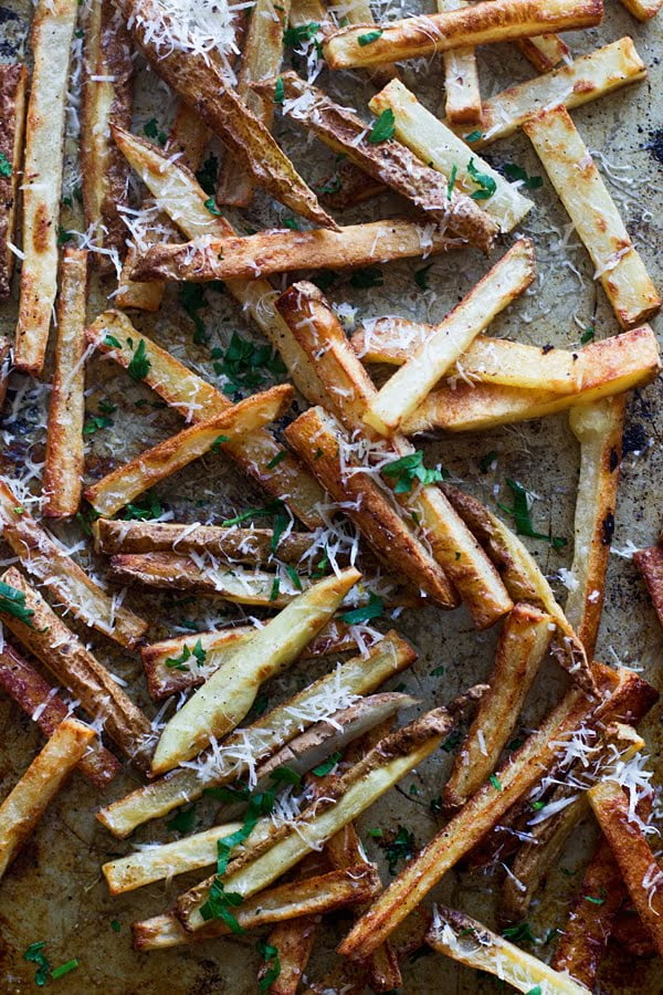 Insanely Crispy Baked Fries with Cheater Herbed Aioli -Step-by-step instructions for the perfect crispy baked fry!