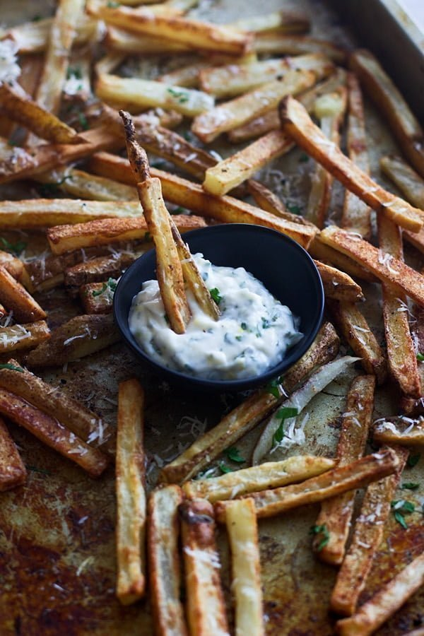 Insanely Crispy Baked Fries with Cheater Herbed Aioli-Step-by-step instructions for the perfect crispy baked fry!