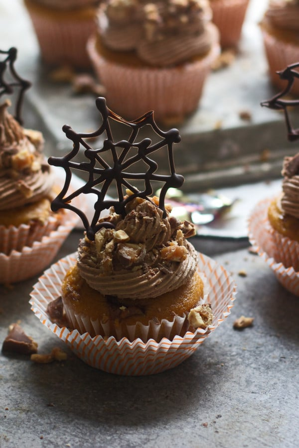 Pumpkin Snickers Cupakes with Chocolate Buttercream 2