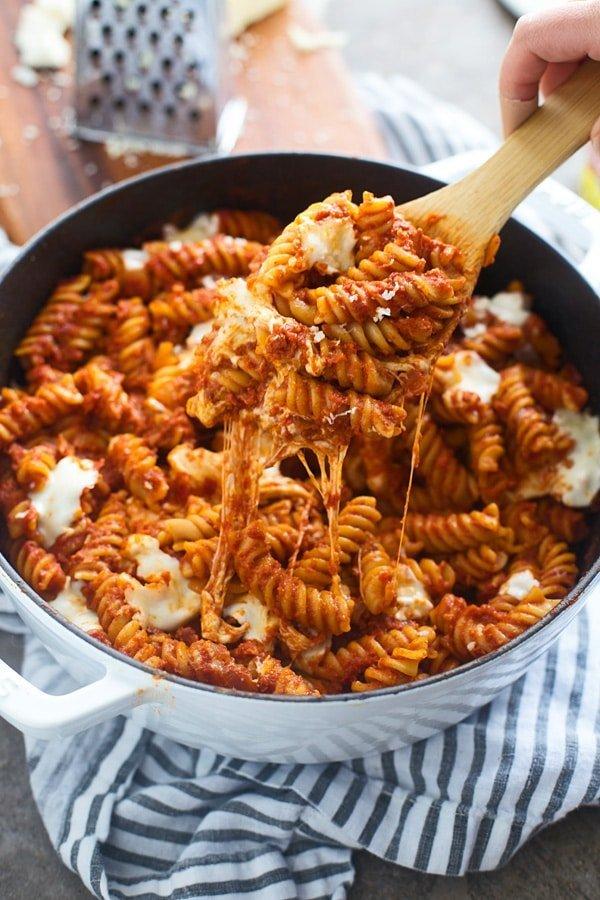 Easy Sun-Dried Tomato and Mozzarella Pasta