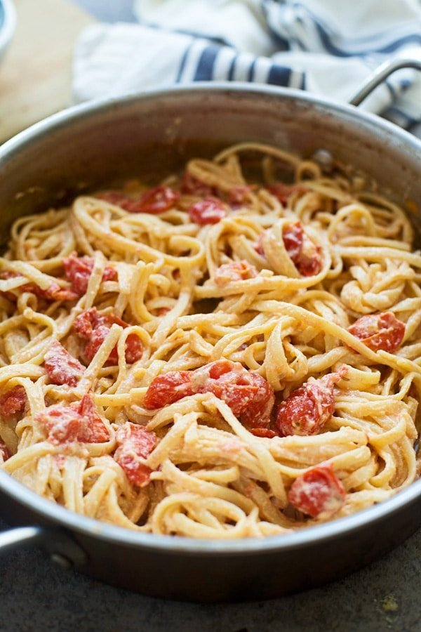 Only five ingredients for this fresh tomato and ricotta linguini