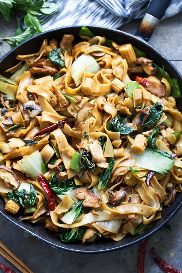 Easy Drunken Noodles (Pad Kee Mao) - Wide rice noodles with, chicken, loads of veggies and the most delicious sauce!