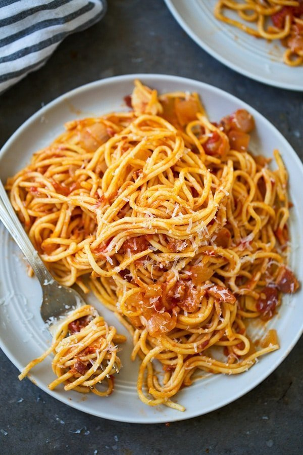 The BEST Spaghetti all'Amatriciana (With fresh tomatoes and homemade spaghetti)