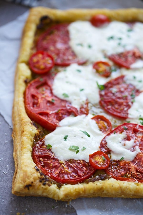 Tomatoes, burrata and pesto on puff pastry