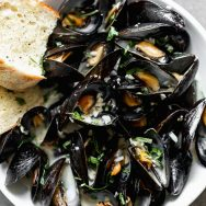 5-Ingredient Steamed Beer Mussels