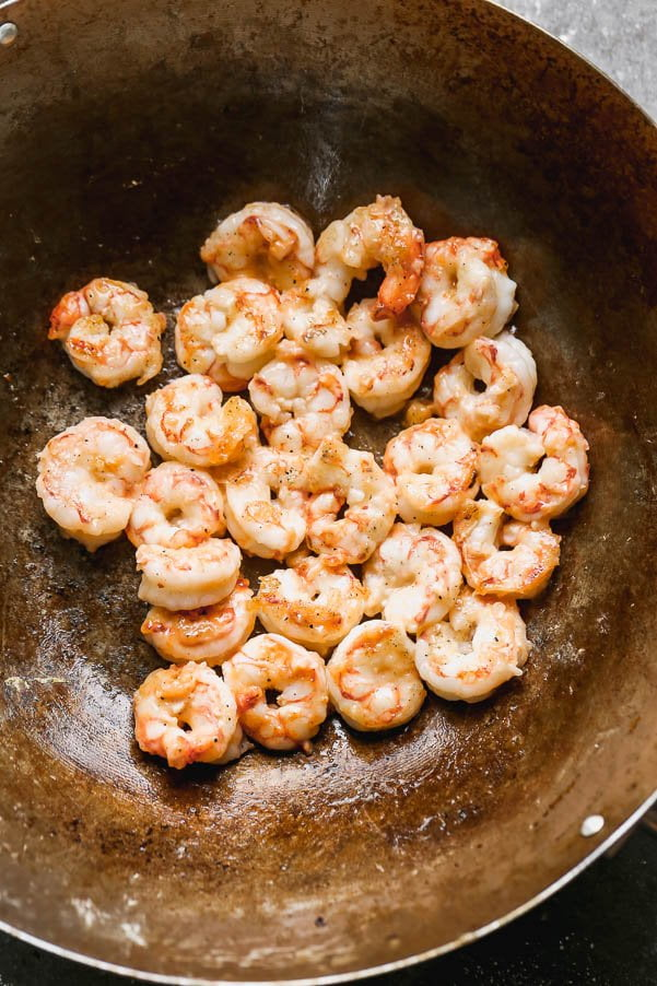 Stir-fry shrimp in canola oil.
