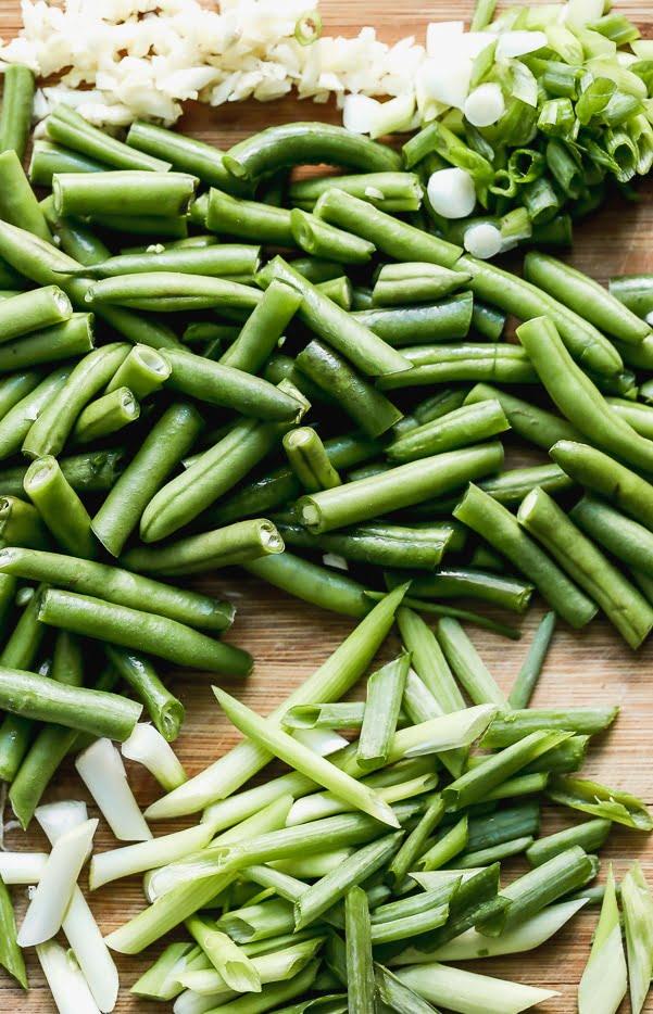 Green beans, garlic, green onions