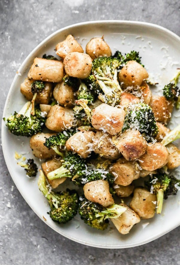 Our Lemon Brown Butter Gnocchi looks like a million bucks, but only needs six ingredients and about 35 minutes of your time. We roast frozen cauliflower gnocchi with broccoli until crispy and brown and then toss it all in a lemon-infused brown butter. Garnish with plenty of grated parmesan cheese, serve with a big salad, and call it dinner.
